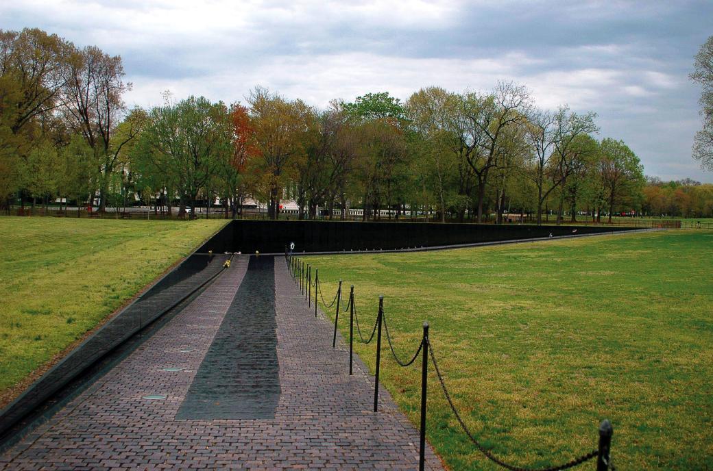 16.-Vietnam-Veterans-Memorial-1-www.studyblue.com_